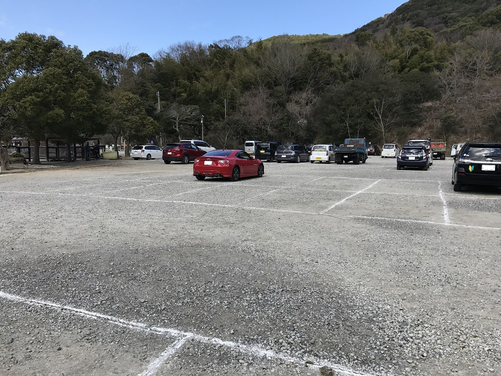 しろとり動物園の駐車場